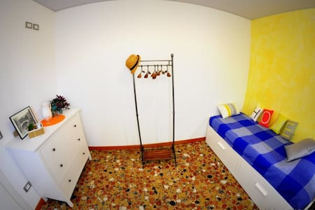 Yellow Bistrot - Single room-Guglie - Venezia - Bed & Breakfast