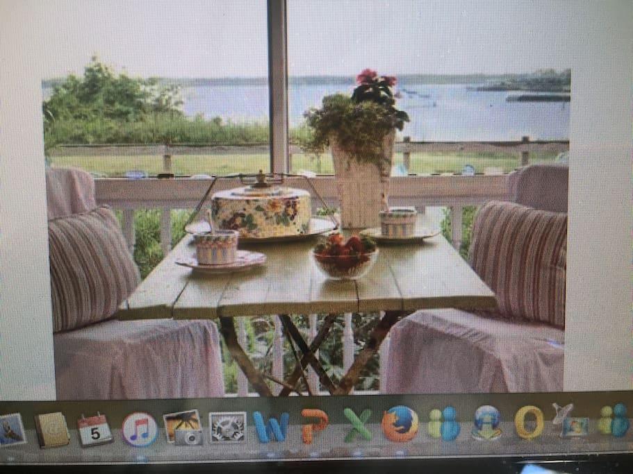 Sits on the Narragansett Bay