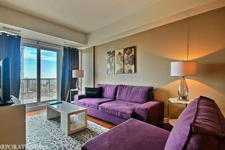 If you enjoy your martinis shaken, not stirred, the stylish Bond apartment in downtown Ottawa might be the ideal choice for your next stay. With a beautiful view of the city, a convenient location, luxury furnishings and complete amenities this perfe