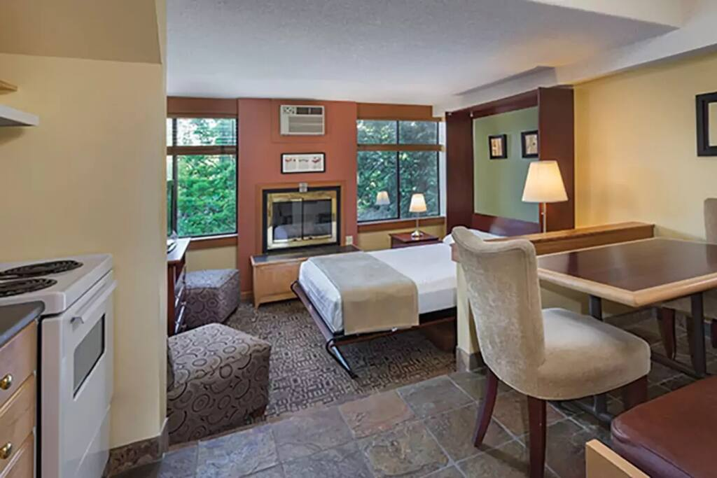 Suite with a queen fold out bed and a twin trundle/day bed