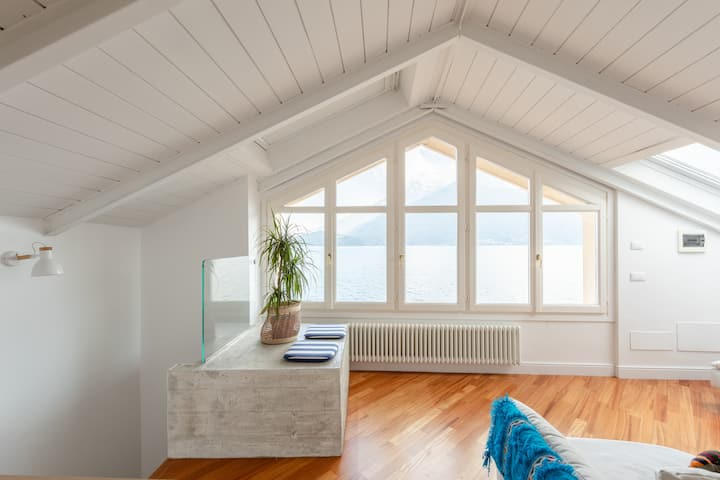 Una finestra mozzafiato sul lago di Como