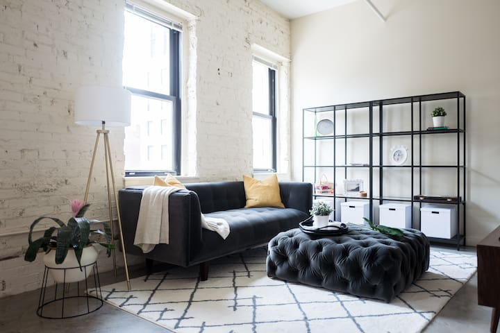 Cute Designer Loft in Heart of Downtown