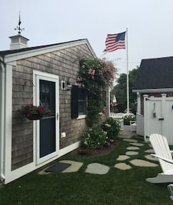 Pristine Beach Cottage in Heart of Harwichport!