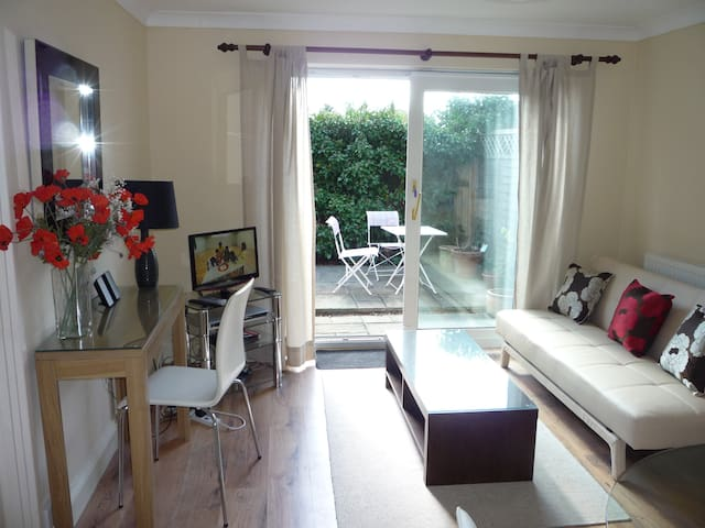 Palm Tree Cottage Apartment - Bracknell - Apartamento