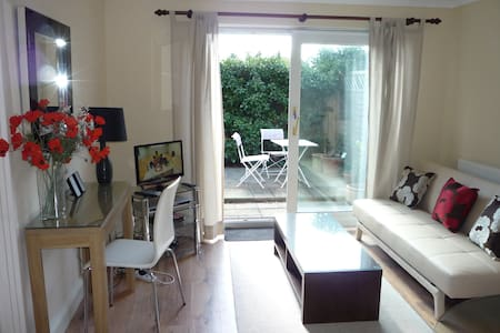 Palm Tree Cottage Apartment - Bracknell