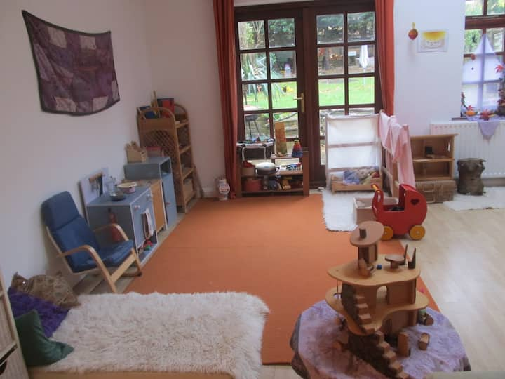 Child friendly home for cats lovers