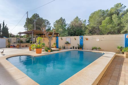 Lovely Chalet in Polop with Swimming Pool