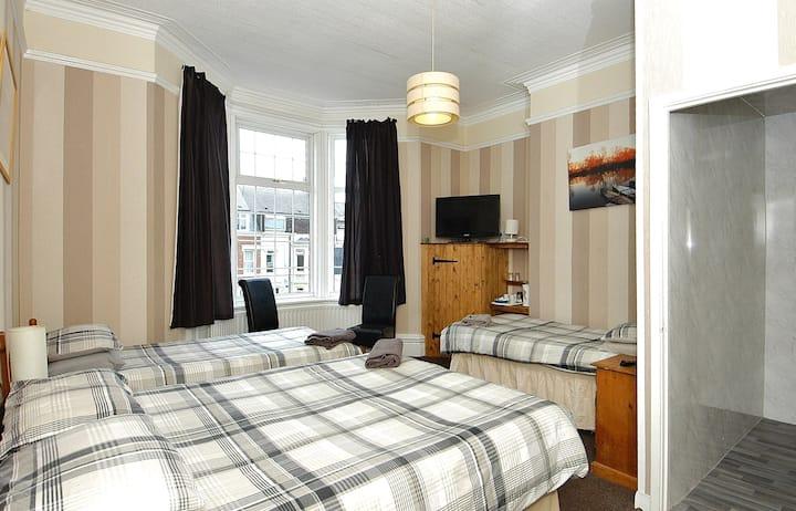 En-suite Seaside Guest House Single Room