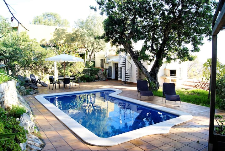 Villa with Pool, BBQ and Chill-out! - Castelldefels - Dom