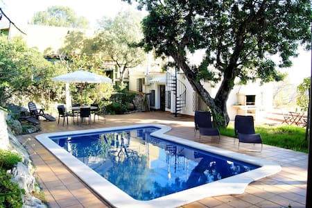 Villa with Pool, BBQ and Chill-out! - 카스텔데펠스 - 단독주택