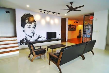 Kuching City Strategic New Cozy Luxury Home