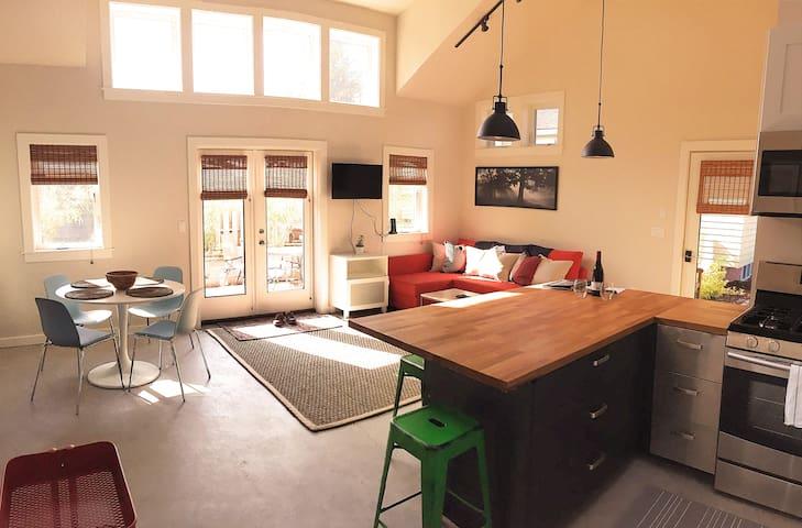 The Backyard Bungalow! Big Living; Small House