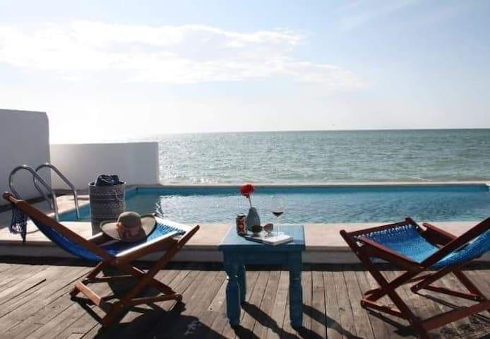 Villa Santorini, Campeche.