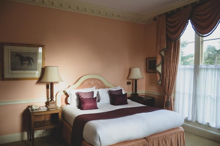 Mill Reef Corner Suite, Brocket Hall Estate