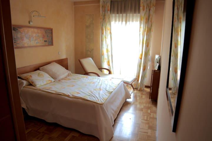 Habitacion y baño precioso  privado - Madrid - Lägenhet
