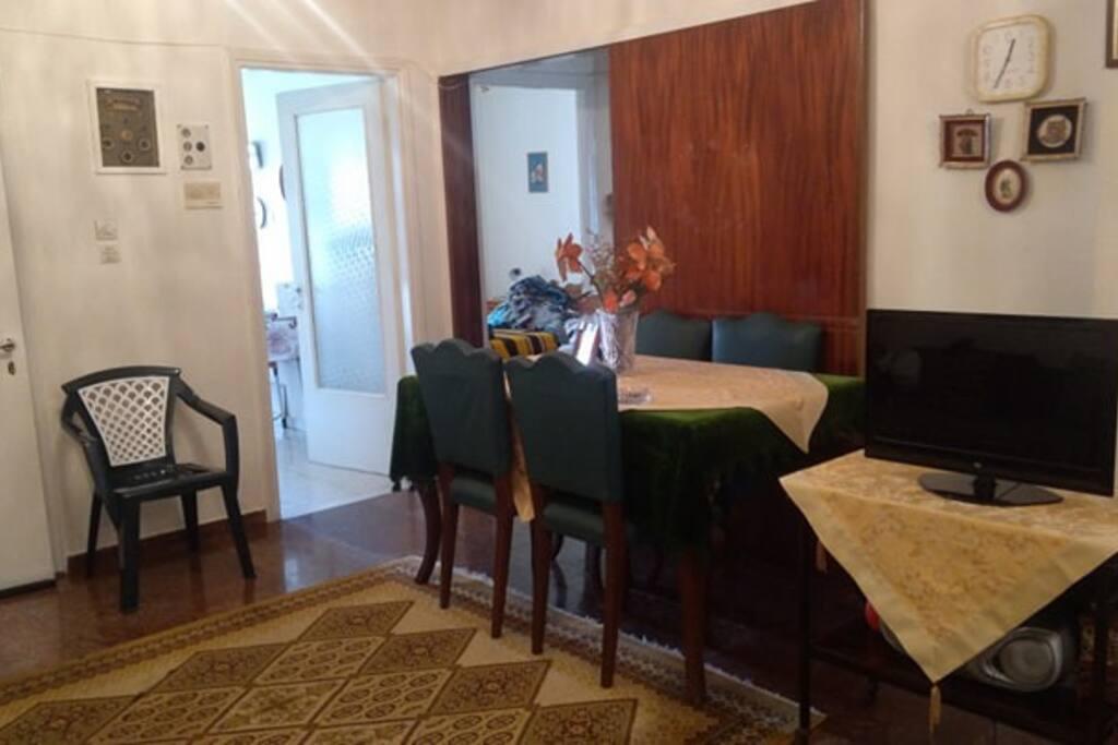 Τραπεζαρία Στο σαλόνι...με Plasma TV