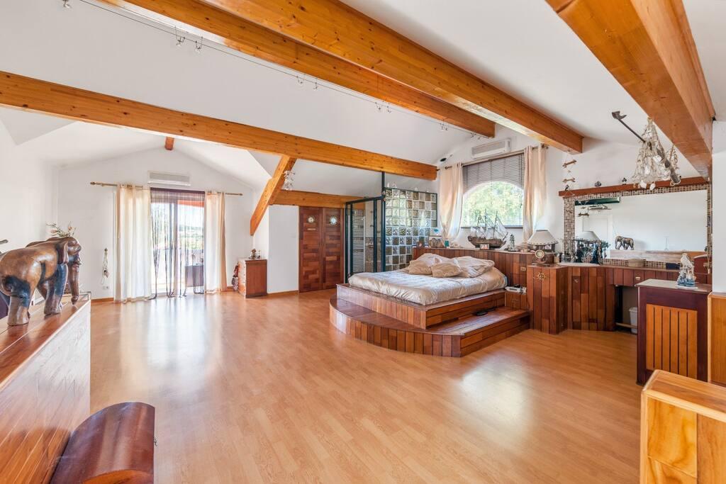 Suite chambre cocooning avec terrasse et piscine suites for Piscine villette de vienne