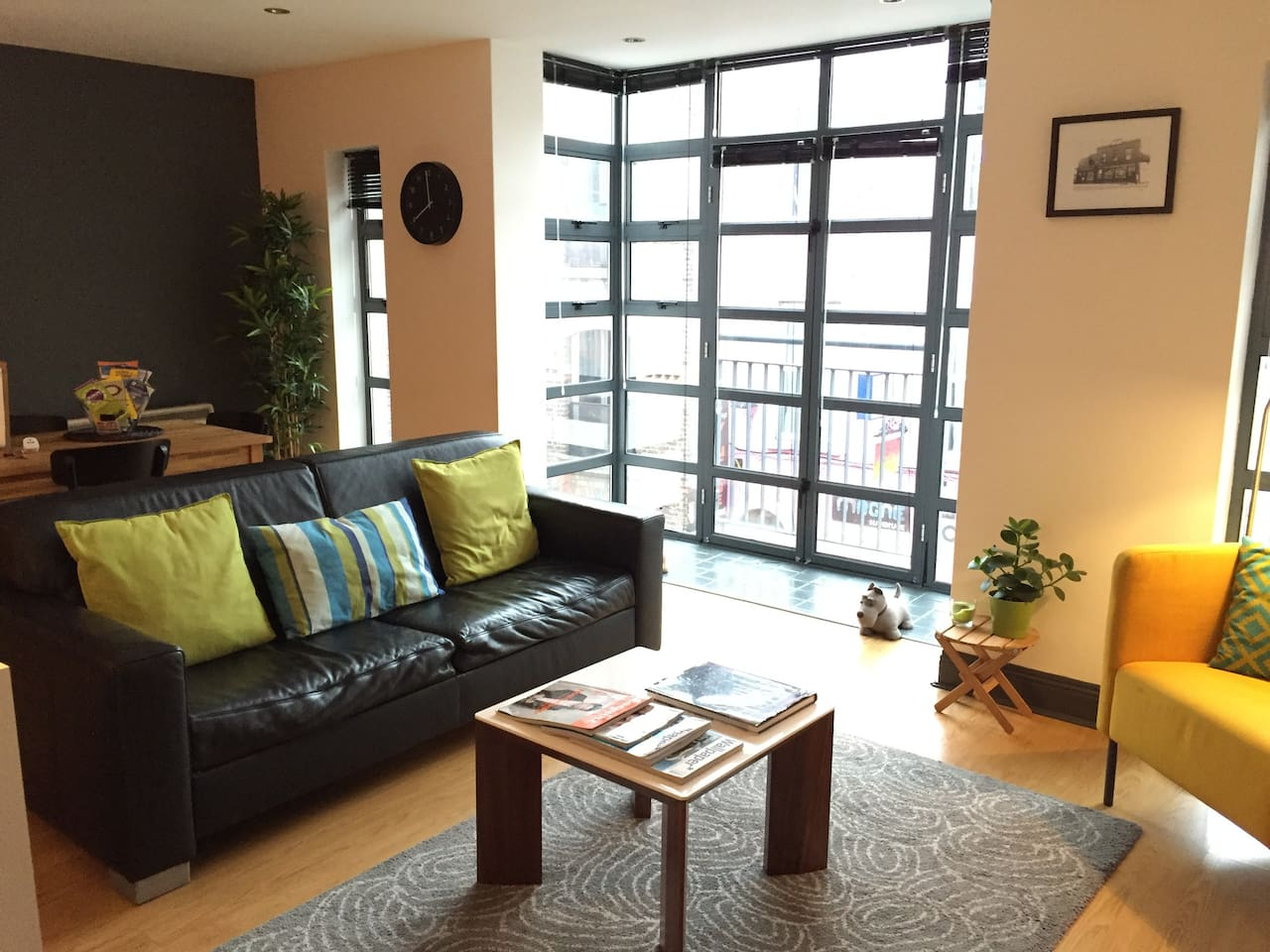 Bright and spacious apartment!