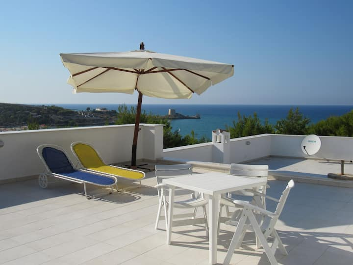 Newly renovated half beach villa (1)