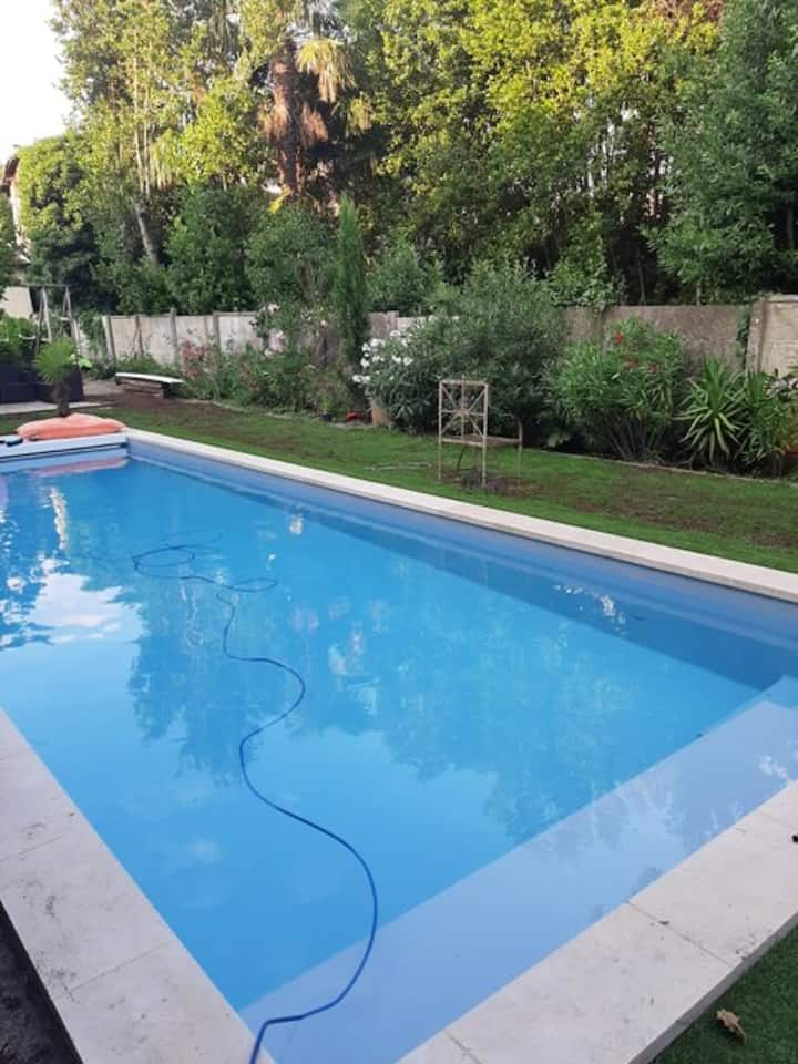 Villa with 4 bedrooms in Bordeaux, with private pool, enclosed garden and WiFi