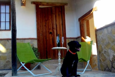Casa Alucema: sierra y pantano de Iznájar