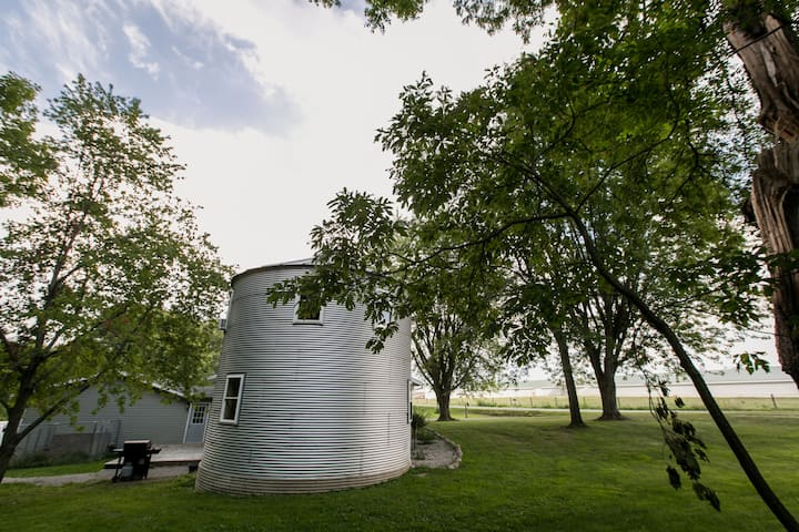 Grain Bin Retreat on Eagle Lake