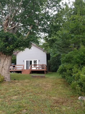 Lakefront Cottage, 6min from Yarmouth.