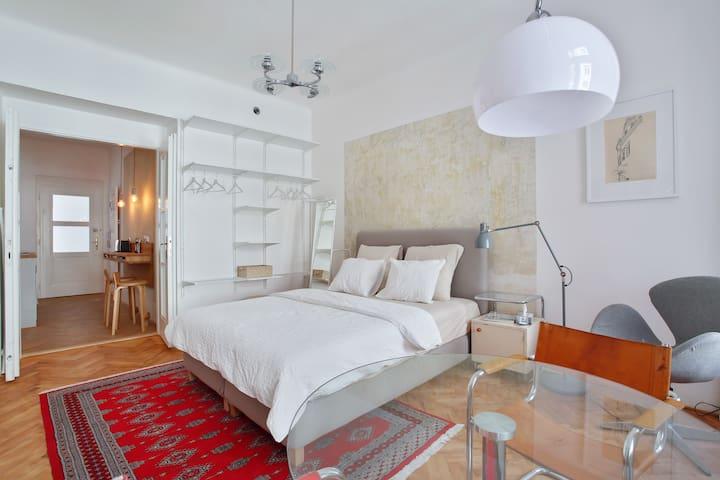 'Apartment Krymska' in central, historic Vrsovice
