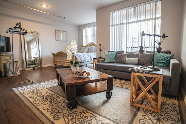 Downtown Gaslamp Apartment / FREE private Parking