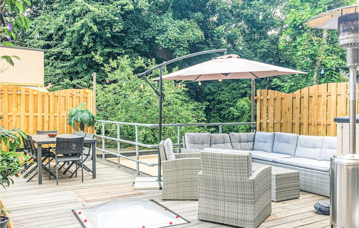 Amazing home in Mechelen with WiFi and 4 Bedrooms