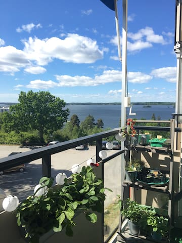 Fantastic flat w/great view of lake - Kallhäll - Daire