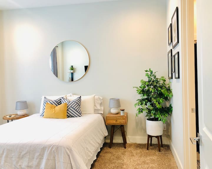Private Bed/Bath in Historic Oldtown Lewisville!