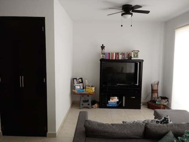 Habitación comoda en casa en Residencial privada.