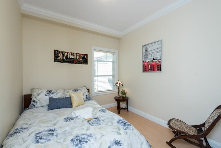 whole suite with 2 bedrooms  closed to Deer Lake