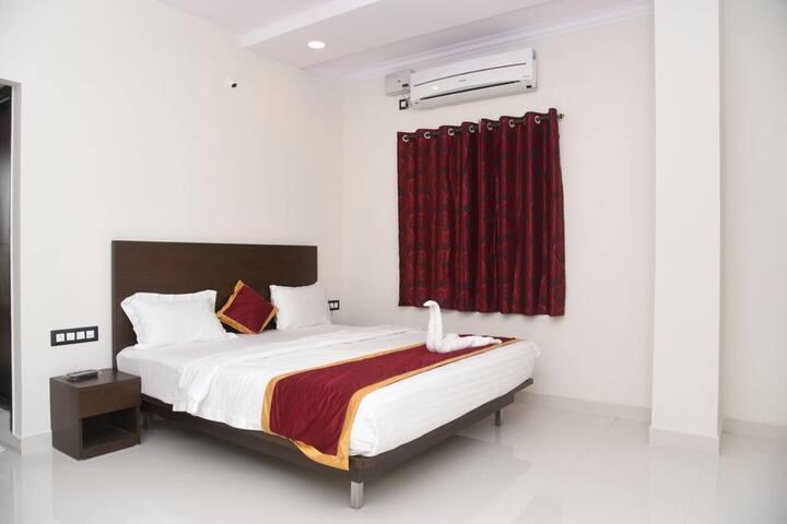 Grand Kubera Palace (AC Room)