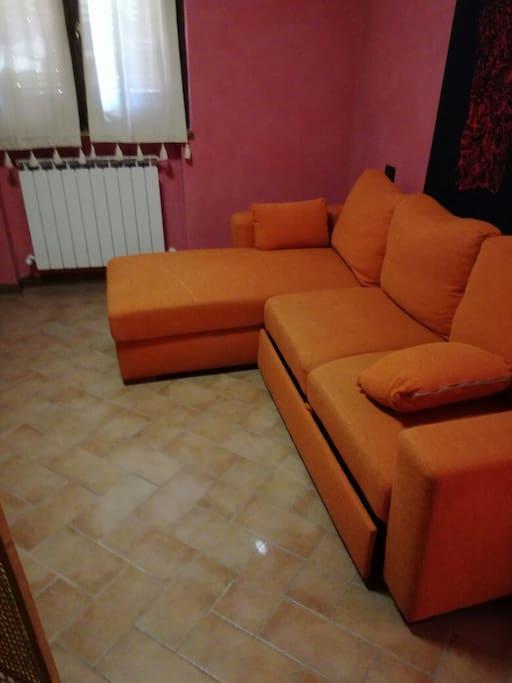 la seconda camera con divano letto