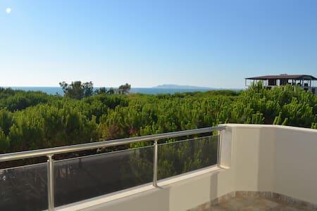 Sea view Apartment in Durres - 076 - Durrës