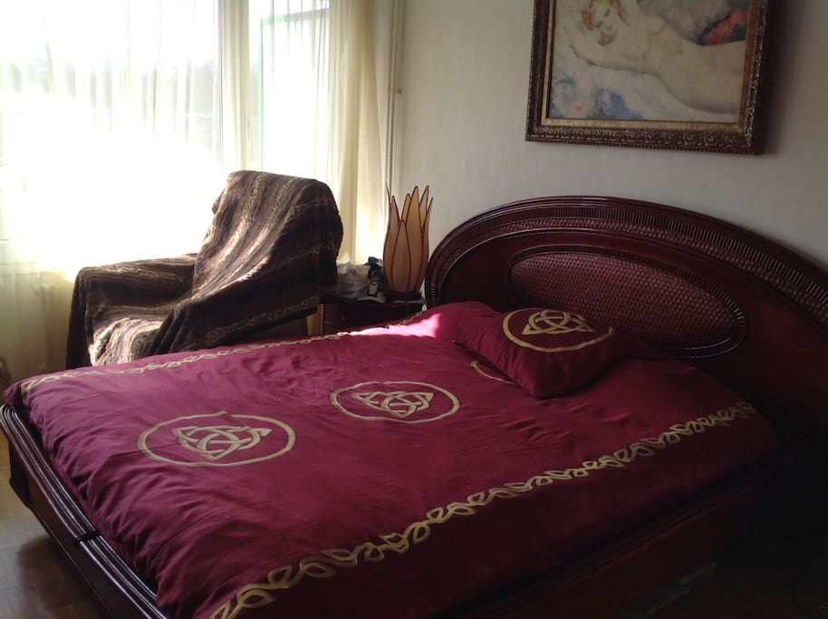 Chambre VIP - TV - Wifi - radio et balcon aménagé privé - chaises table - chaise longue - fauteuil relaxant