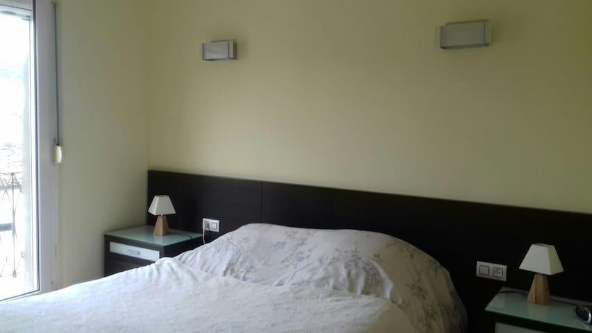 Belle chambre, dans quartier calme - Anglès