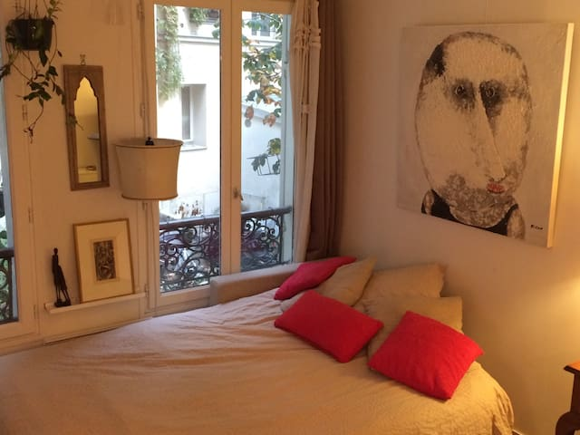 Quiet apartment in the heart of Montmartre