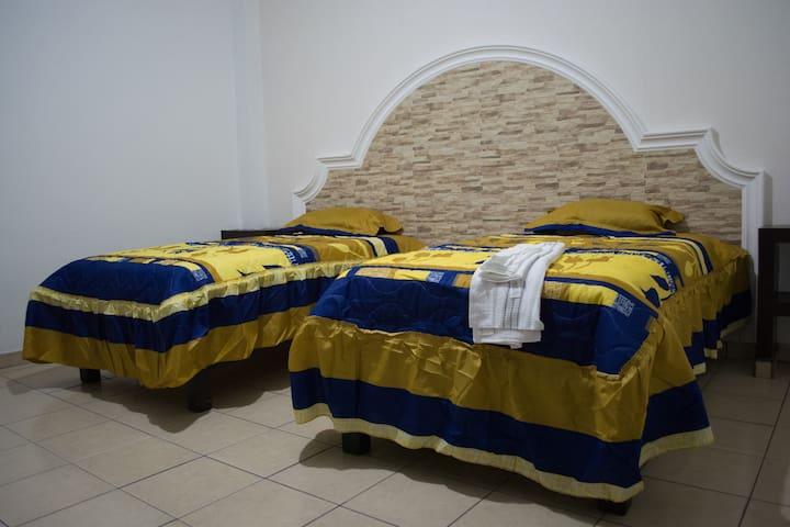Camas individuales y matrimonial, aire acondicionado, comodidad y descanso para tu familia