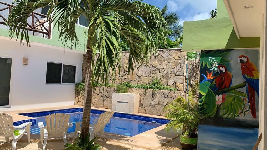 Villa Rebecca, fresca y comoda para 4 con alberca