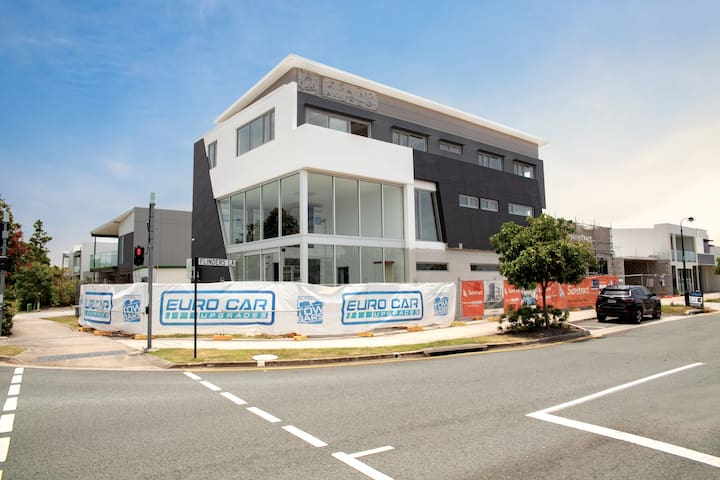 Central Modern 2-bed Apt Maroochydore SunshineCove