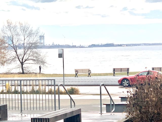 Gorgeous one  bedroom with great view of the lake