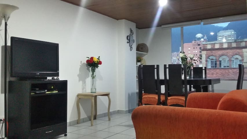 Chapinero like HOME 2BR 5P Traditional Center - 波哥大(Bogotá) - 公寓