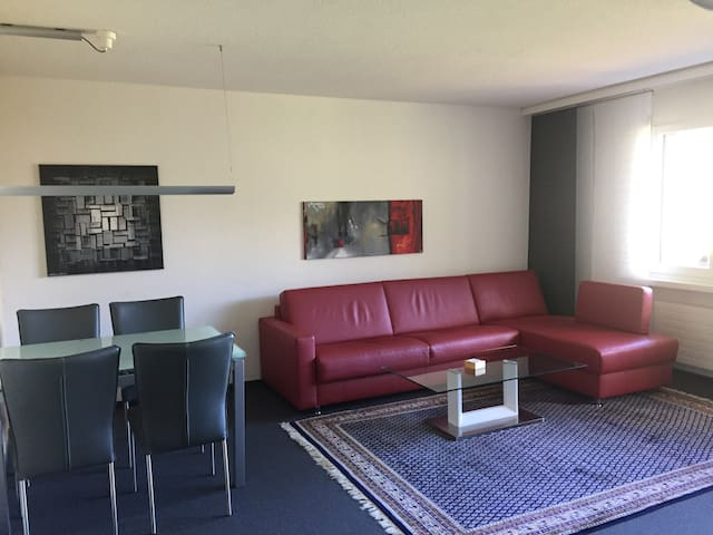 Cosy Apartment - 1 Bedroom, 1 Bathroom, Sleeps 4