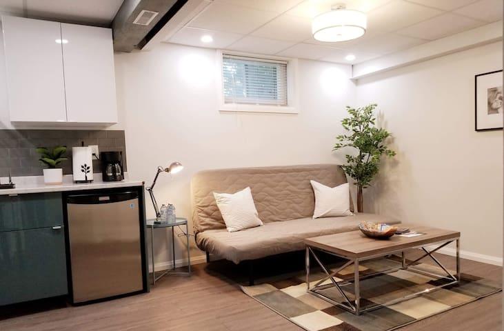 New I Modern Cozy Private Suite I Etobicoke