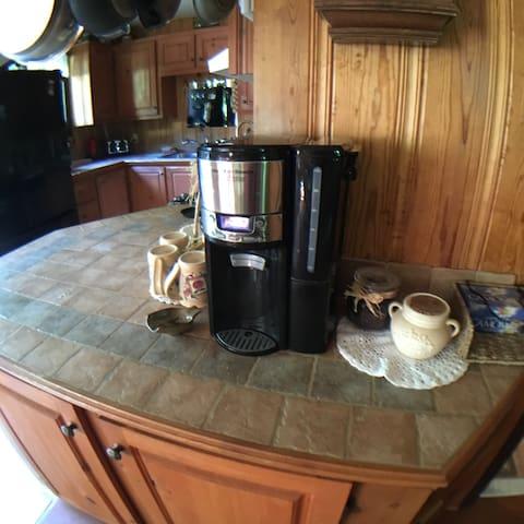 Cafetière filtre 12 tasses (filtres et sucre blanc fournis)