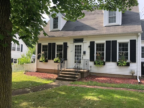 Charming Cape Cod - minutes to downtown/WMU