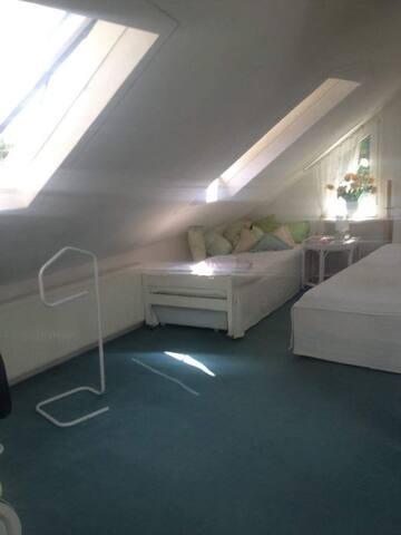 Doppelzimmer und ein zusätzliches Bett